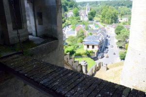 Uitzicht op het dorp vanaf de loopbrug
